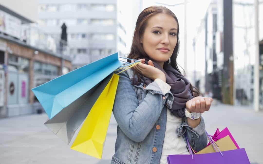 Unge kvinder er de flittigste til at shoppe på nettet
